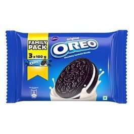 Cadbury Original Oreo Chocolatey Sandwich Biscuit Family Pack, 300g